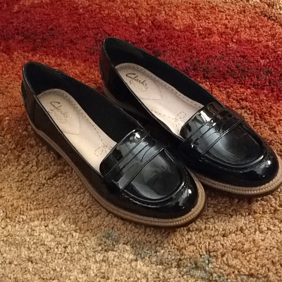 Clarks Shoes - Clarks black patent leather loafers